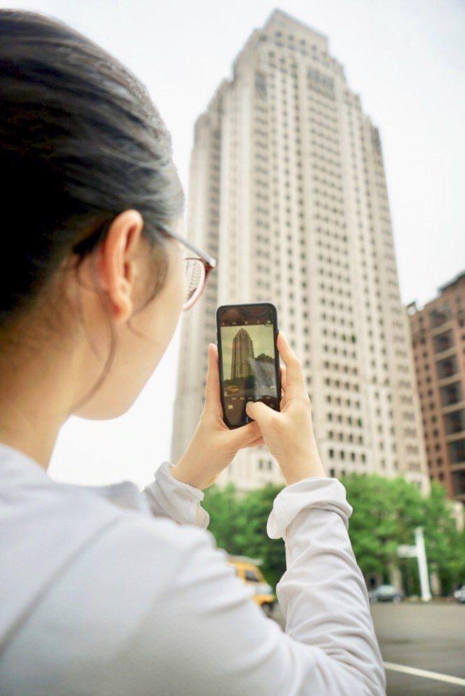 聯聚攝影大賽期待每位用鏡頭說話的攝影人,用畫面傳達對建築的觀察、思考和創意。記者...