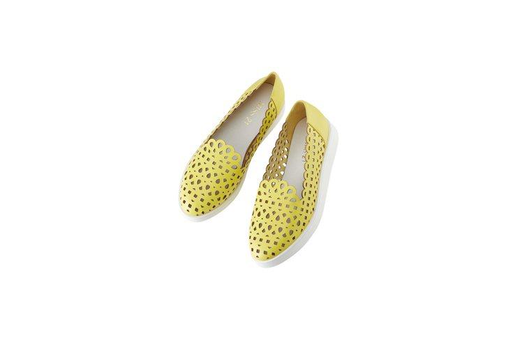 MISS 21 厚底簍空休閒鞋原價3,980元,特價1雙3折。圖/SOGO提供