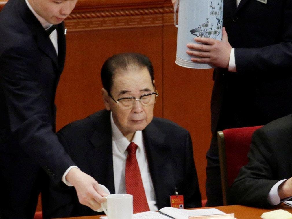 中共前總理李鵬過世,圖為他生前最後一次出現在公眾場合,2017年10月中共十九大...