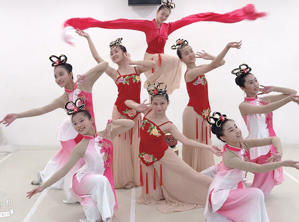 員林漢心舞團參加今年全國學生舞蹈比賽,獲得國中古典舞第一名。照片/游月說提供