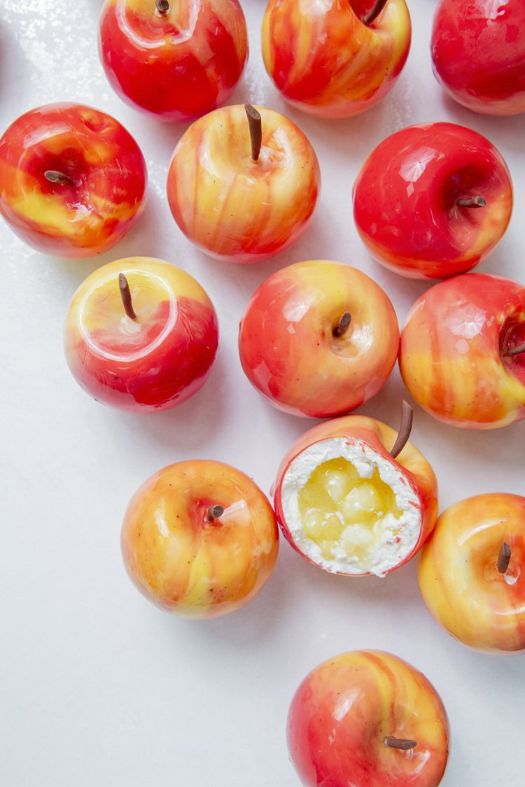 CG擬真水果甜點紅蘋果,售價725元。圖/業者提供