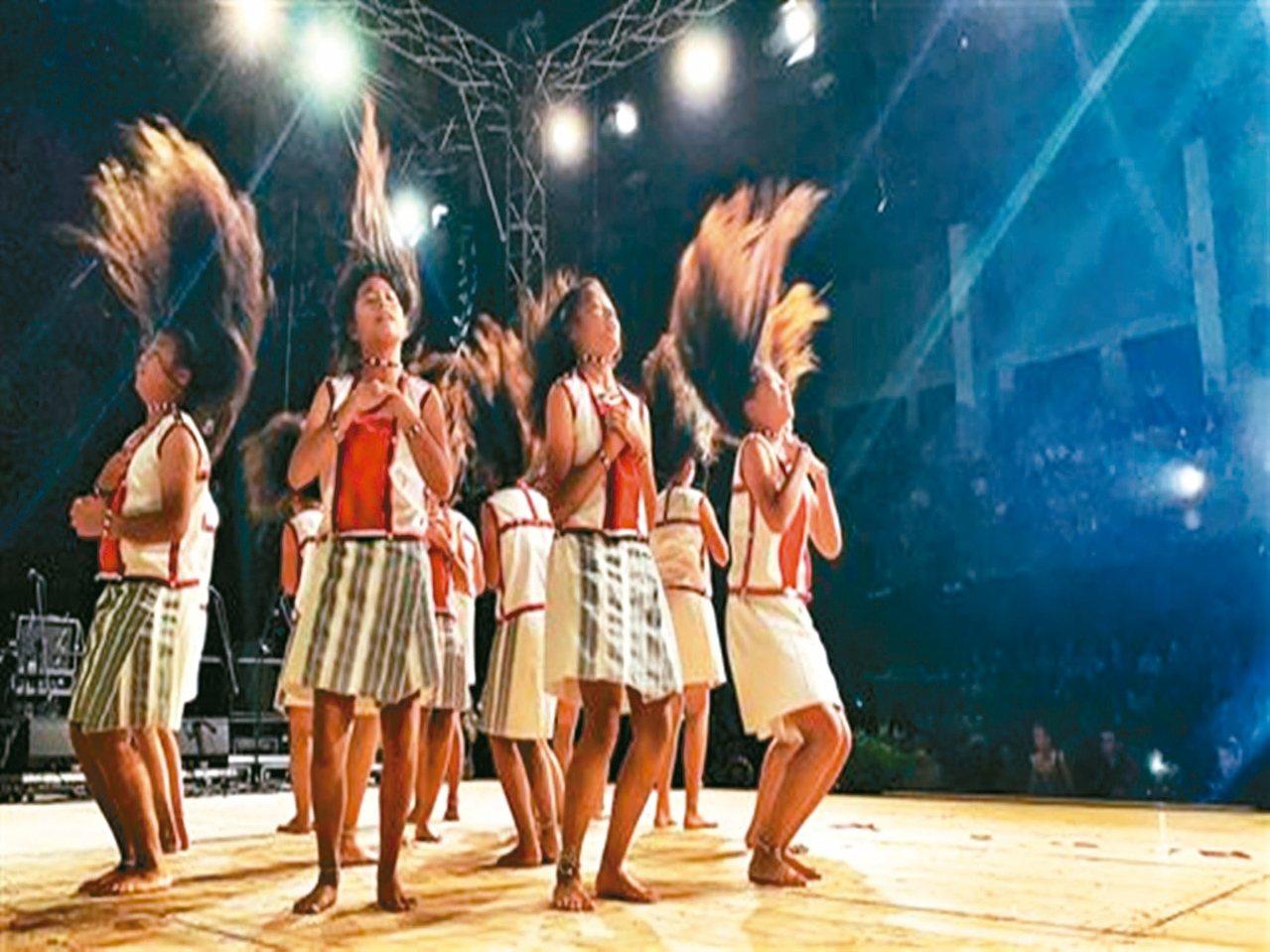 椰油國小學生受邀到波蘭參加國際兒童藝術節。 圖/翻攝自小飛魚文化展演隊臉書