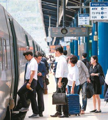 和台鐵同是百年老店,韓鐵卻能日日維持高效及準時運行。 記者侯永全/攝影