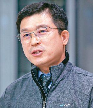 機場鐵道公司工程組長李南馥(圖)說,南韓兩年前啟用鐵路無線通信系統(Long T...