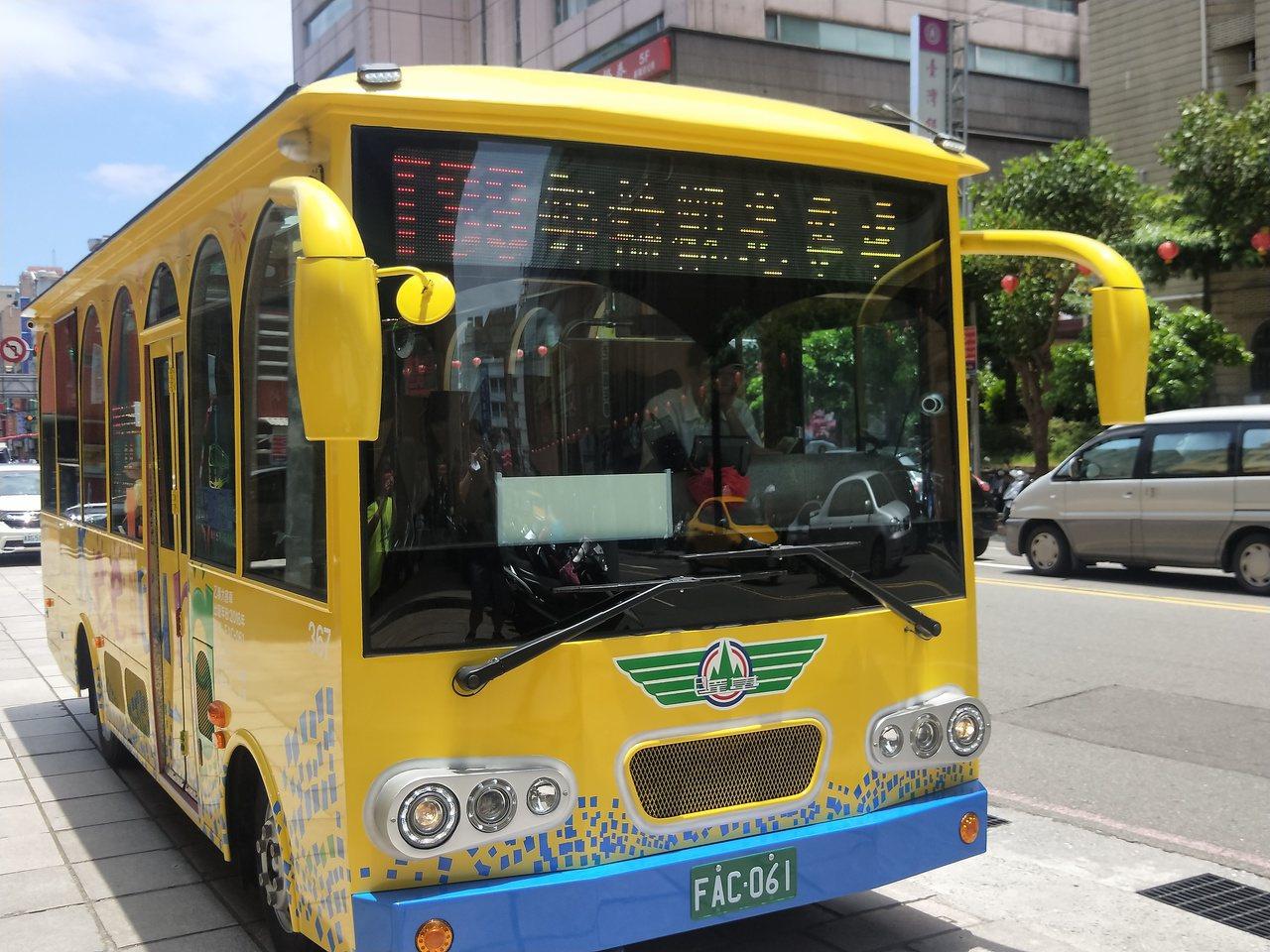 基隆市政府推出全國首創郵輪觀光專車,1天玩遍基隆人氣景點。 記者游明煌/攝影