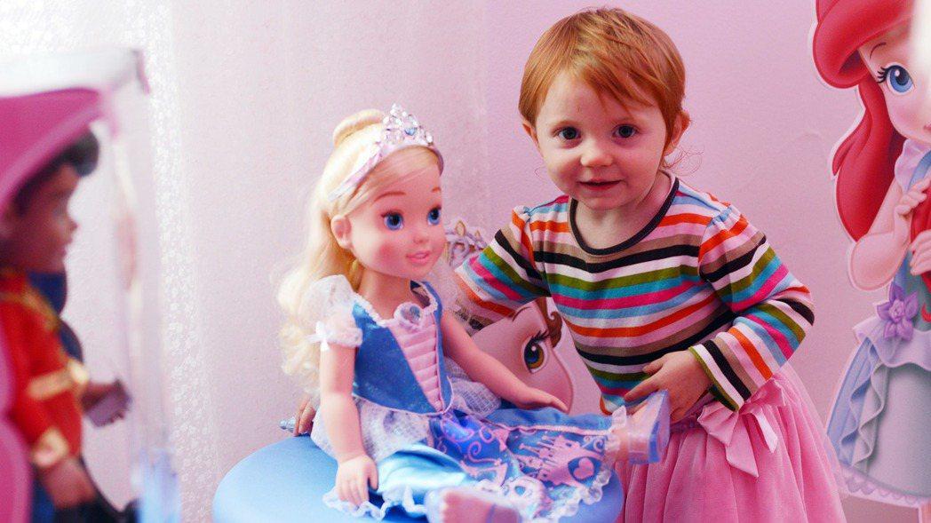 童話故事裡的公主讓人憧憬,但碰到孩子問起公主為何都需要人家救?總讓人語塞。 美聯