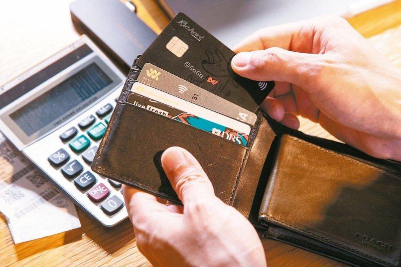 Money101提到,電商平台聯名卡的回饋大多回饋電商平台自己的「虛擬幣 」。 圖/聯合報系資料照片