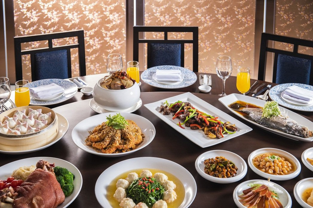 台北凱達大飯店父親節午晚宴10人一桌,每桌只要9999元+10%。台北凱達/提供