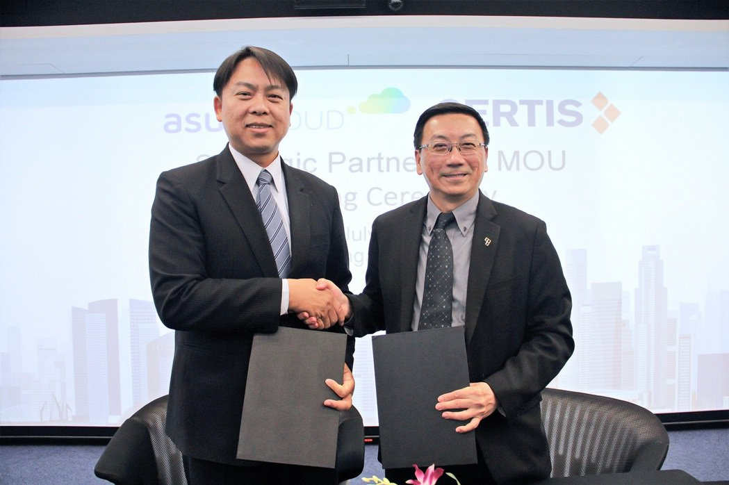華碩雲端總經理吳漢章(左)、新加坡Certis Group Senior Man...