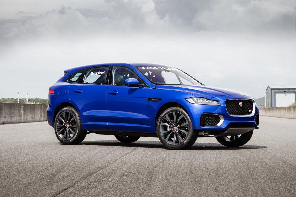 Jaguar F-Pace推出後所帶來的成功,讓原廠想加緊發行SUV的腳步。 摘...