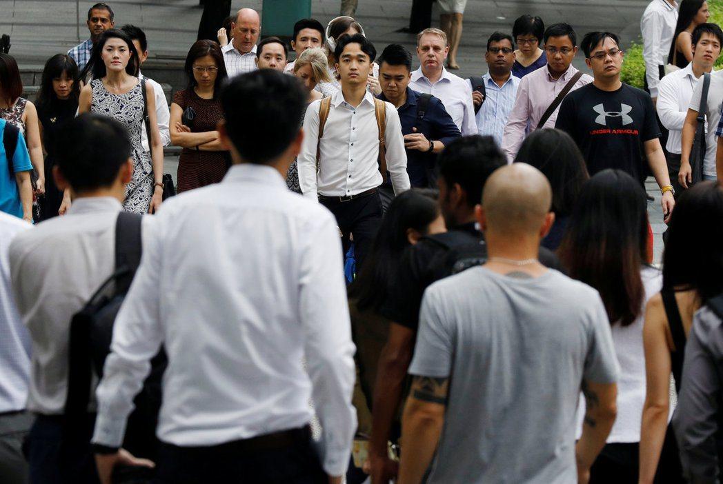 新加坡是多種族移民國家,居住者包括華人、馬來、印尼、印度、北亞、非裔、歐美等族裔。 圖/路透社