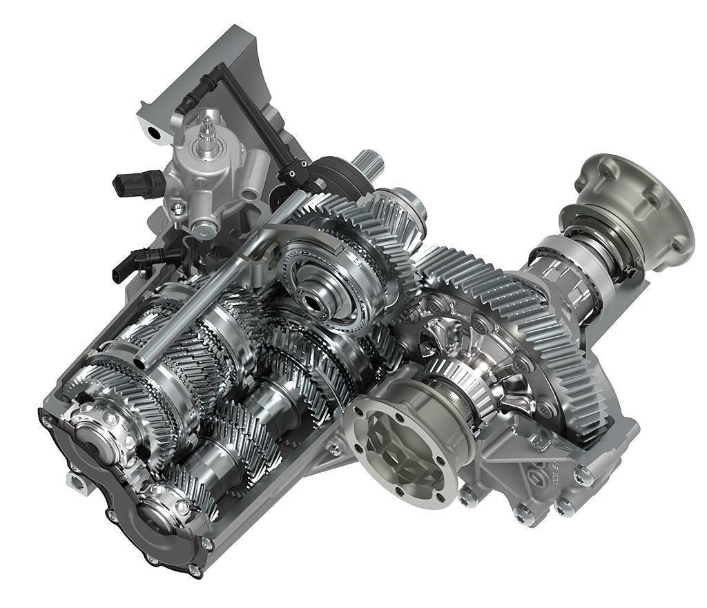 代號MQ281手排變速箱具備最高檔位齒比7.89設定,在高速巡航時也有較低的引擎...