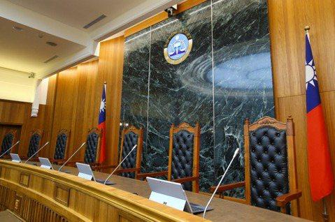 司法基礎建設:理科太太 vs. 法科先生