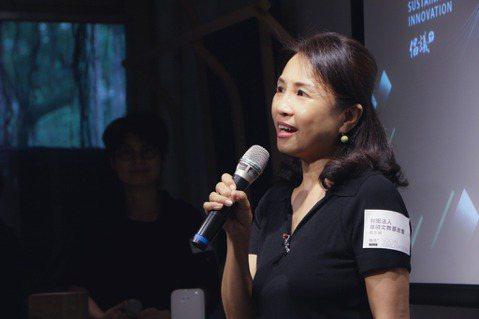 華碩文教基金會執行長魏杏娟到場分享華碩多年來投入縮短數位落差的努力。 圖/呂宗原...