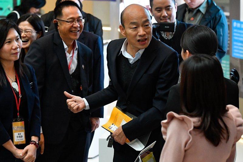 圖為3月24日韓國瑜到訪深圳。 圖/中新社