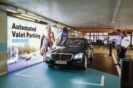 影/Mercedes與Bosch推出自動代客泊車系統 讓你省去停車的時間!