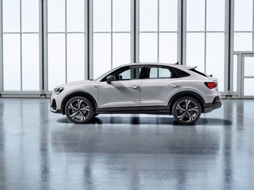 相較於標準版Q3,全新Audi Q3 Sportback因為跑格休旅的設定,所以...