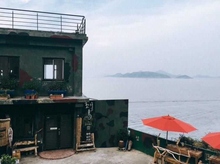 碉堡改建成的刺鳥咖啡獨具戰地風情。圖/Yvonne H.攝,女子學提供