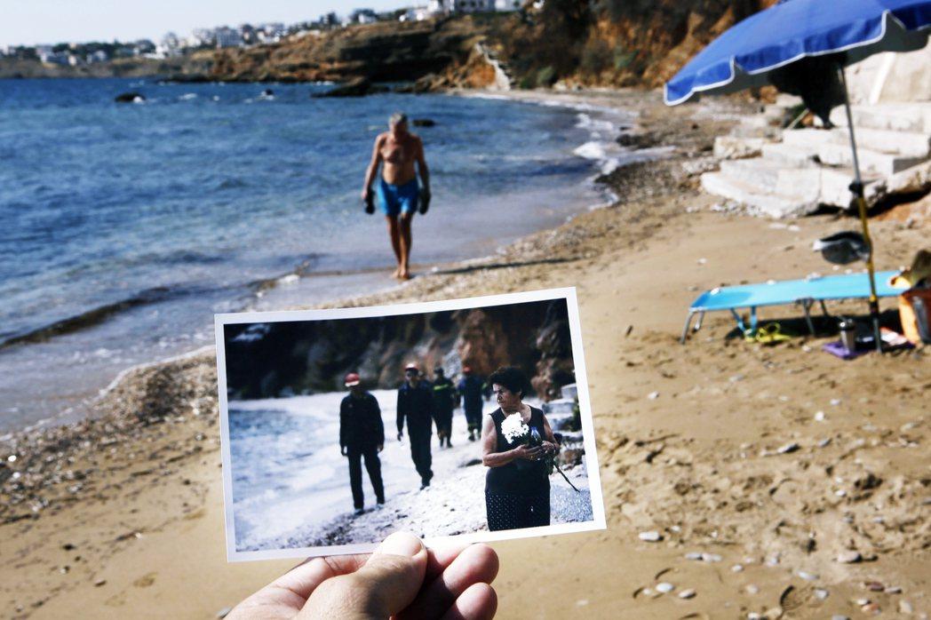 「一年過去了,這裡還是一座荒涼鬼城。」一名男子漫步在希臘雅典旁的知名度假勝地——...