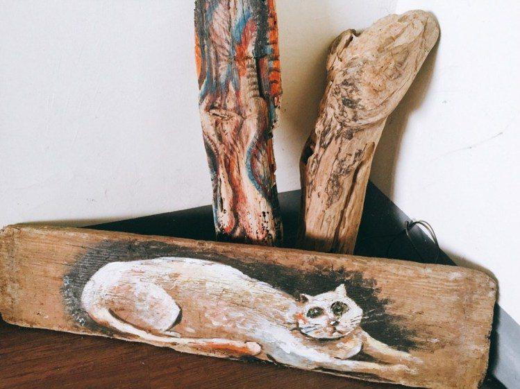 藝術家用隨手可得的漂流木來創作。圖/Yvonne H.攝,女子學提供