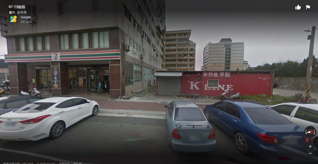 網友眼尖發現途中的早餐店是位於台中梧棲的半月燒早點 圖片來源/google地圖