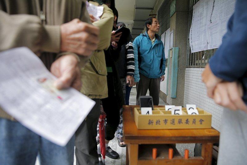 民主指的是「人民經由某種程序達成政治決策」的一種權力產生過程,比如選舉。 圖/路...