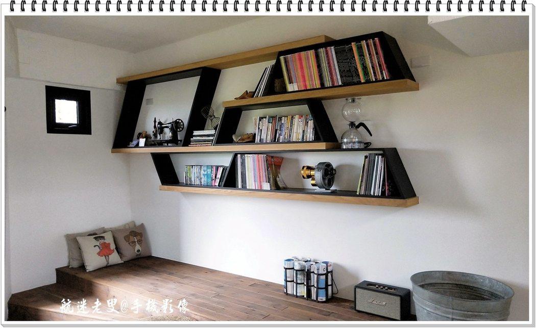 我覺得這個書架,就是裝璜設計的展示,店主的時尚書籍加上了一些懷古的工具,使得這座有著幾何圖形的書架,顯示出經營者的內在氣質。