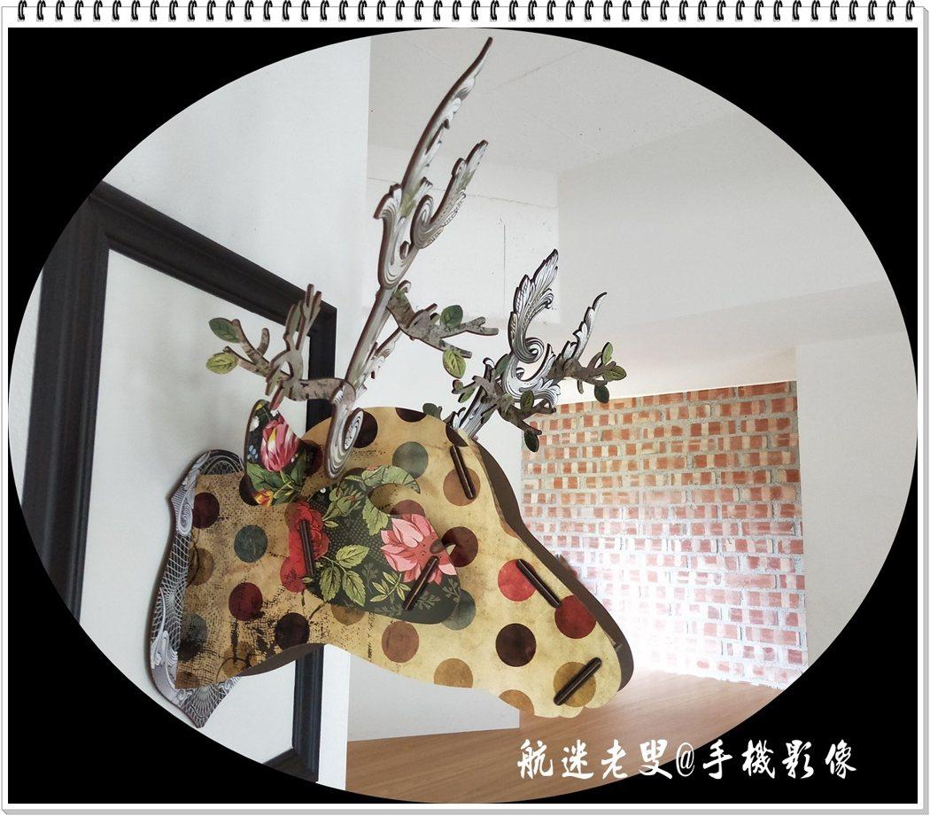 別緻的鹿形用紙板拼湊組合而成,掛在牆上有種童趣與眾不同。