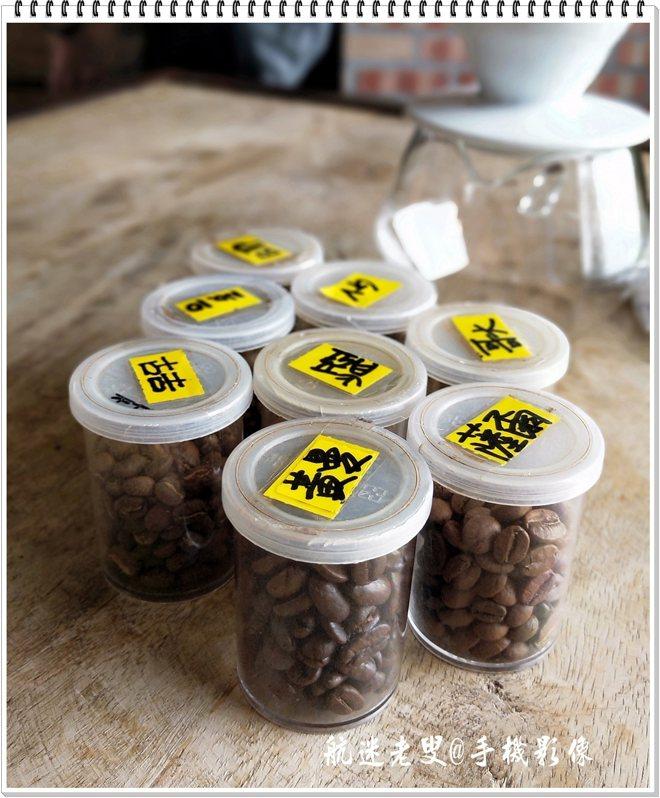黑宅的男主人是位咖啡專家,談起咖啡和豆子,滔滔不絕,能感覺到他們對自己品牌的驕傲。