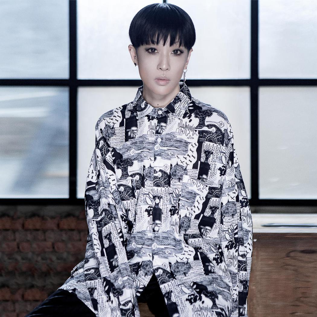 陳珊妮推出全新單曲「恐怖谷」。圖/何樂音樂提供