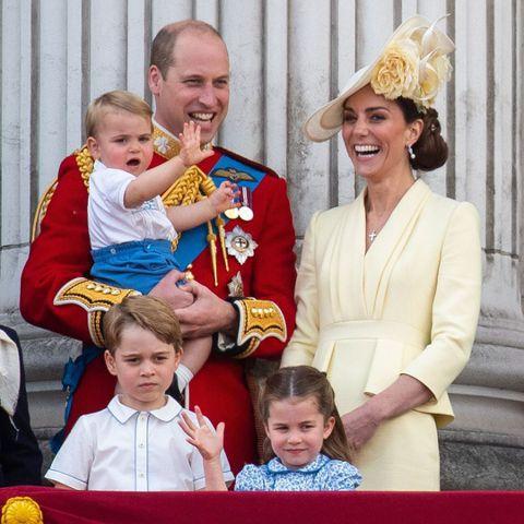 英國皇室永遠是歐美八卦雜誌最熱愛修理的對象,尤其是兩位都有死忠粉絲的王子之妻凱特、梅根,一個是英國長大的淑女,一個是美國新女性,觀念和做法本來就不會一樣,偏偏又一起生活在規矩繁多、備受關注的英國皇室...