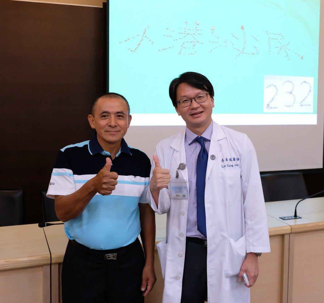 60多歲王先生(左)長期務農,疑烈日下工作少喝水,最近腰痛就醫,發現輸尿管遭結石...