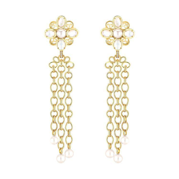 瑪格羅比配戴的Perles Chaines耳環。以18K黃金鑲嵌8顆明亮式切割鑽...