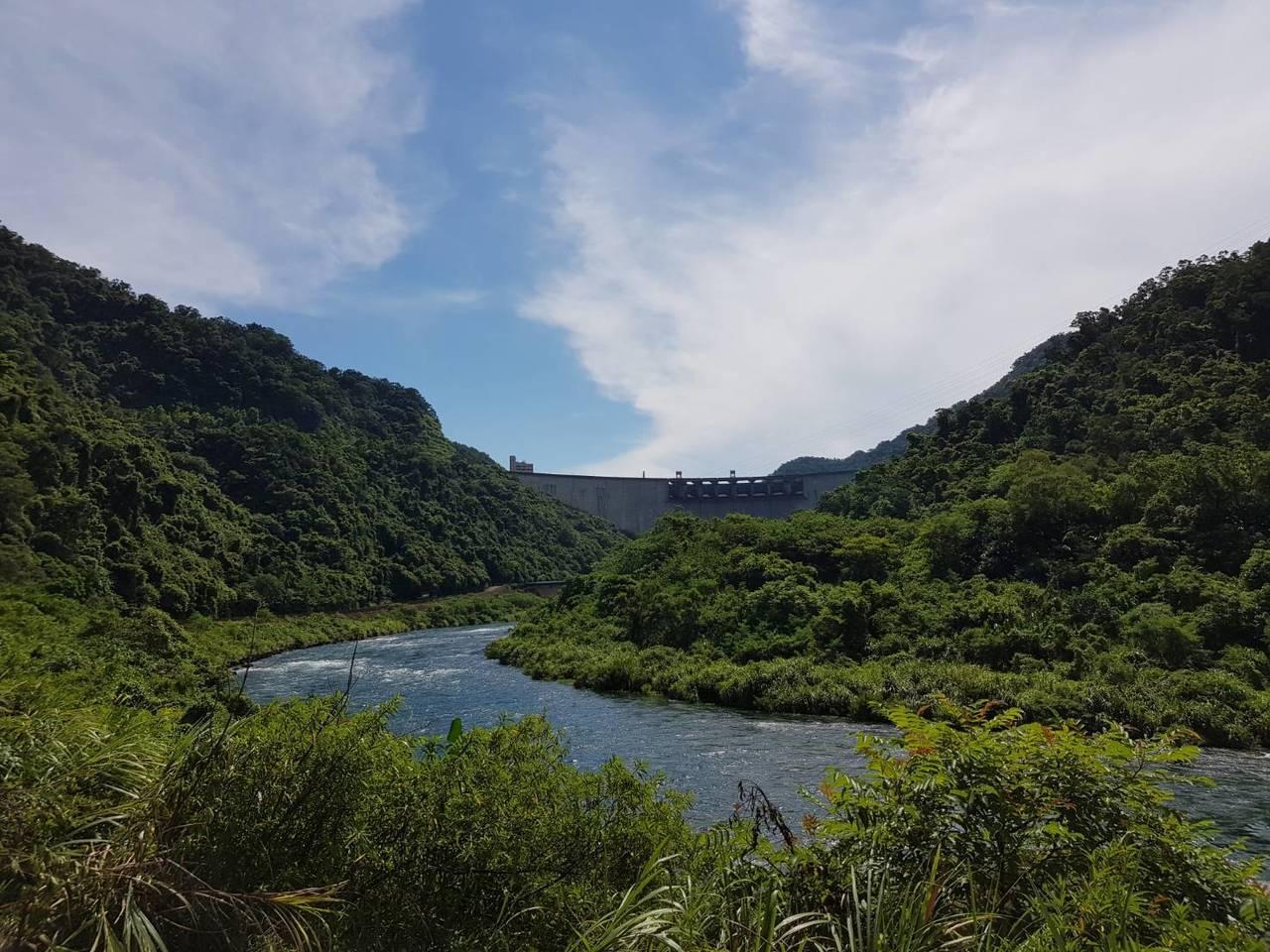 台北自來水事業處「翡翠水庫取水專管計畫」,今天在翡翠水庫動土開工。記者翁浩然/攝...