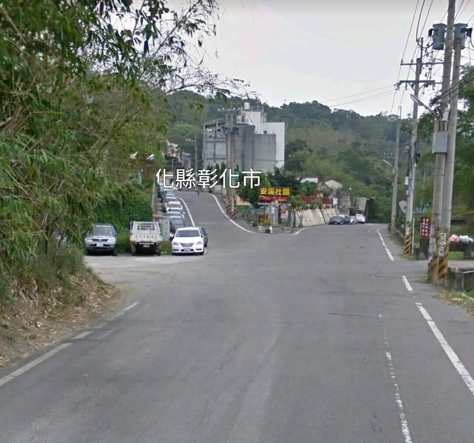 彰化市一名精誠高中附設國中的國一學生今天上午騎單車行經安溪里安溪路時,為了閃一隻...