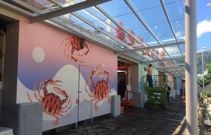 漁管處在龜吼市集旁增設風雨走廊。圖/新北市漁管處提供
