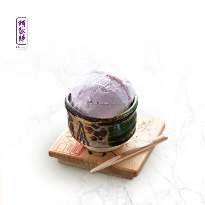 阿聰師大甲芋仔冰是全家便利商店首波中秋預購的熱賣選項,10入售價399元。圖/全...