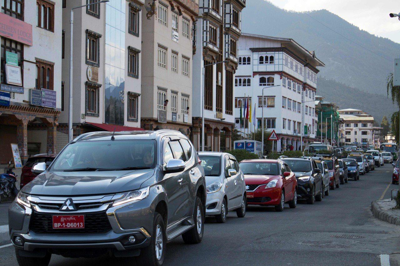 汽車數量成長為不丹帶來交通阻塞。法新社