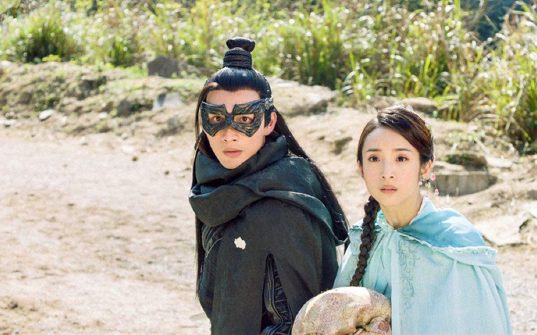 張彬彬(左)和林依晨合作「小女花不棄」 圖/中視提供