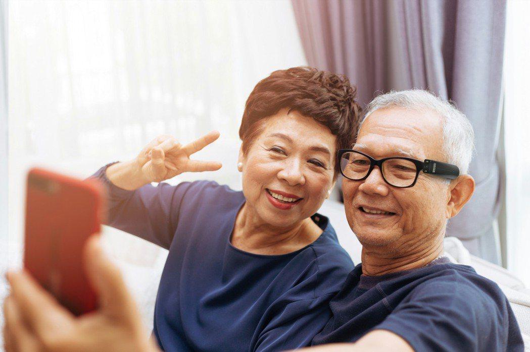 台灣視障人口增,對於輔具的需求超乎我們所想。近期已有為視障者打造的AI視障輔具眼...