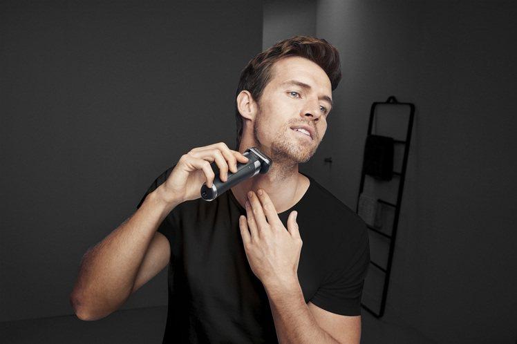 父親節替型男爸爸添購新款電鬍刀,隨時帥氣登場。圖/恆隆行提供