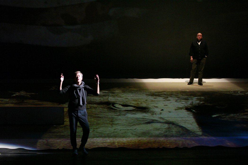 「往事只能回味」由田浩江(後)與王偉忠共同演出。圖/全民大劇團提供
