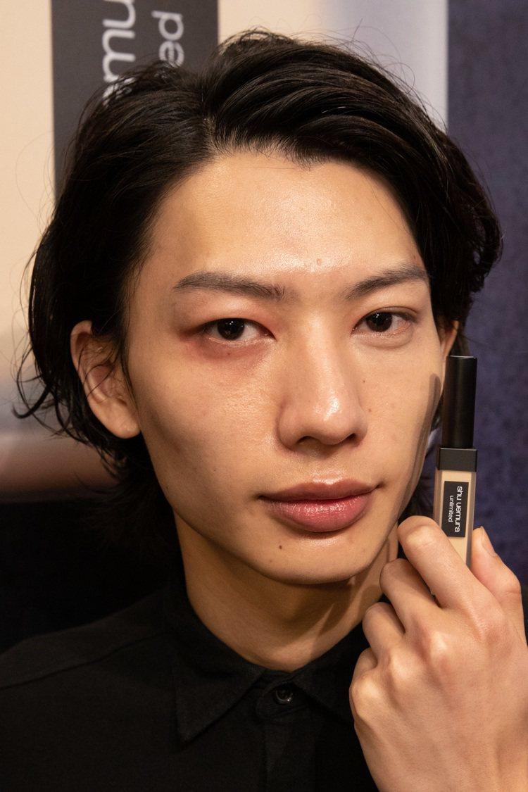 植村秀無極限持久遮瑕筆,男生也能蓋掉黑眼圈。圖/植村秀提供
