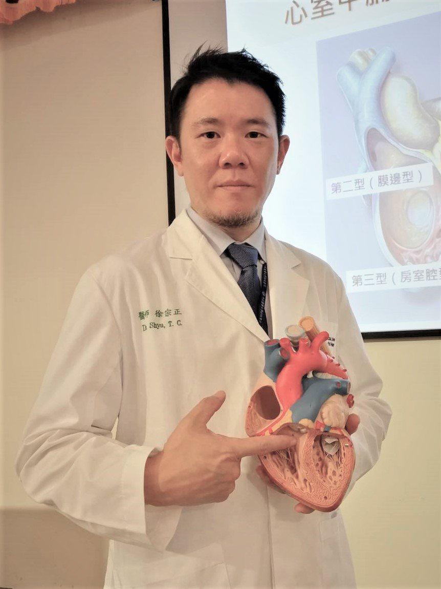 中國醫藥大學兒童醫院兒童心導管室主任徐宗正說,心室中膈缺損是指在心室中膈上有了破...