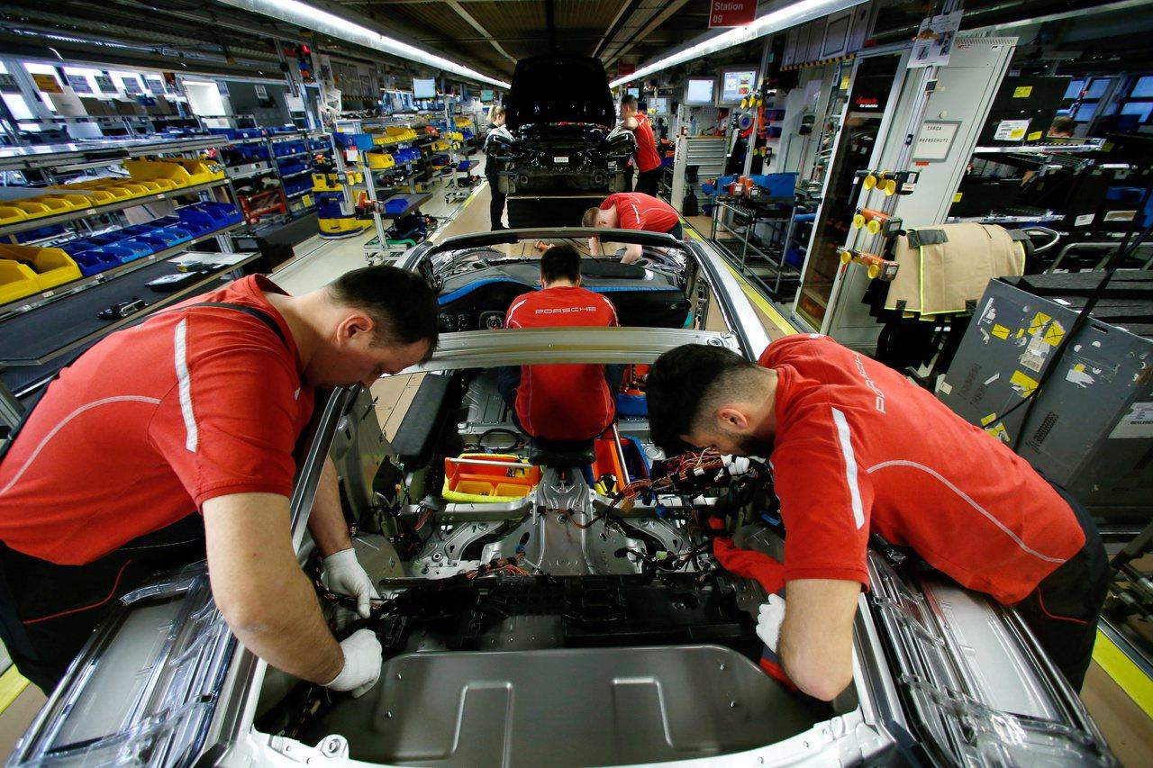 歐元區7月PMI持續下滑,主要因為德國和法國的製造業表現不佳。 路透