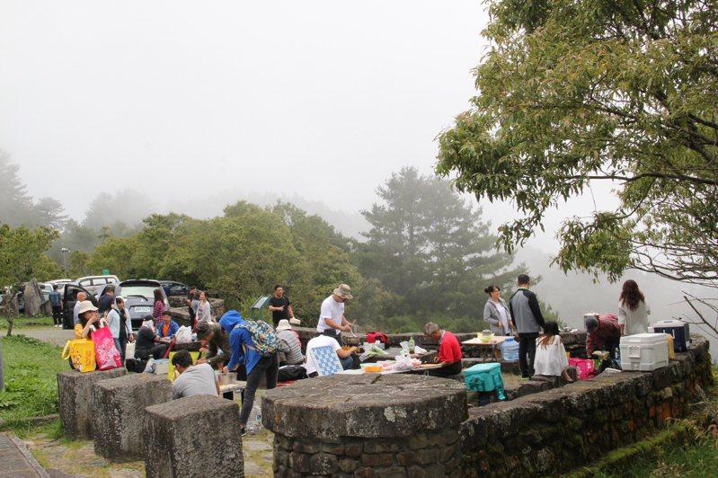 玉山國家公園塔塔加園區為抑制民眾在山上加熱煮食的需求,設置了5處簡易炊煮區。圖/玉山國家公園提供