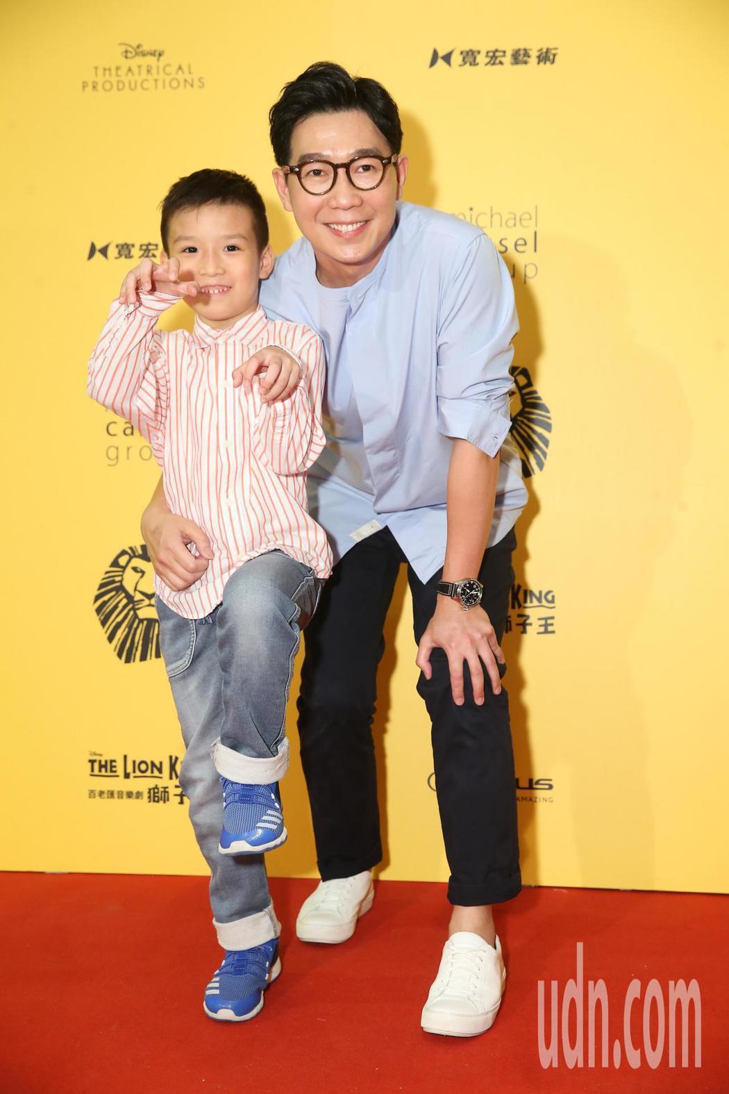 品冠今晚帶著小朋友觀賞音樂劇 《獅子王》。記者徐兆玄/攝影