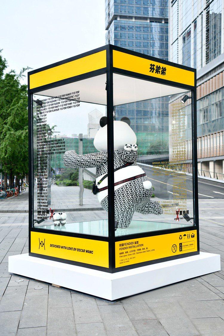 成都國際金融中心展出的大型熊貓裝置藝術品「芬弟弟」。圖/FENDI提供