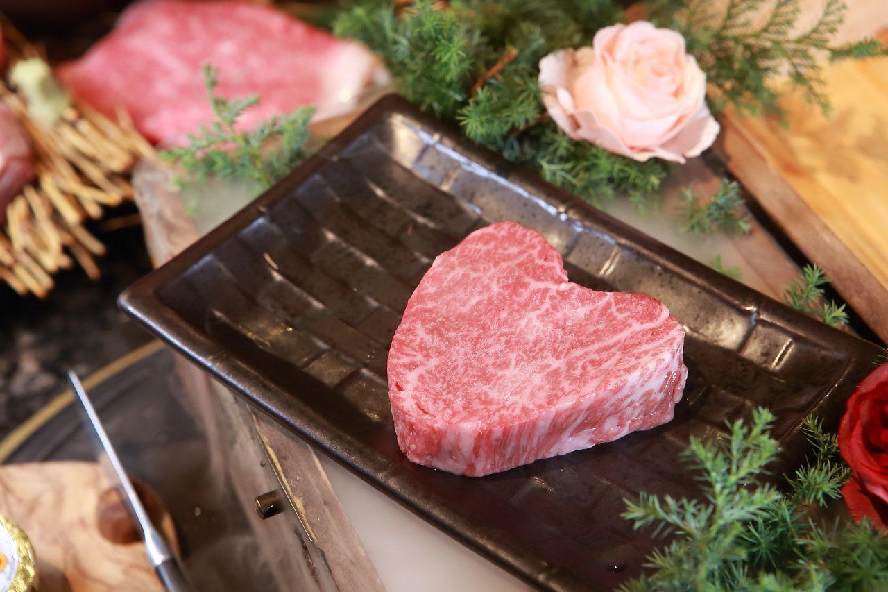 愛心狀的「奶油菲力牛排」為情人節期間限定商品,單點2,080元。記者陳睿中/攝影