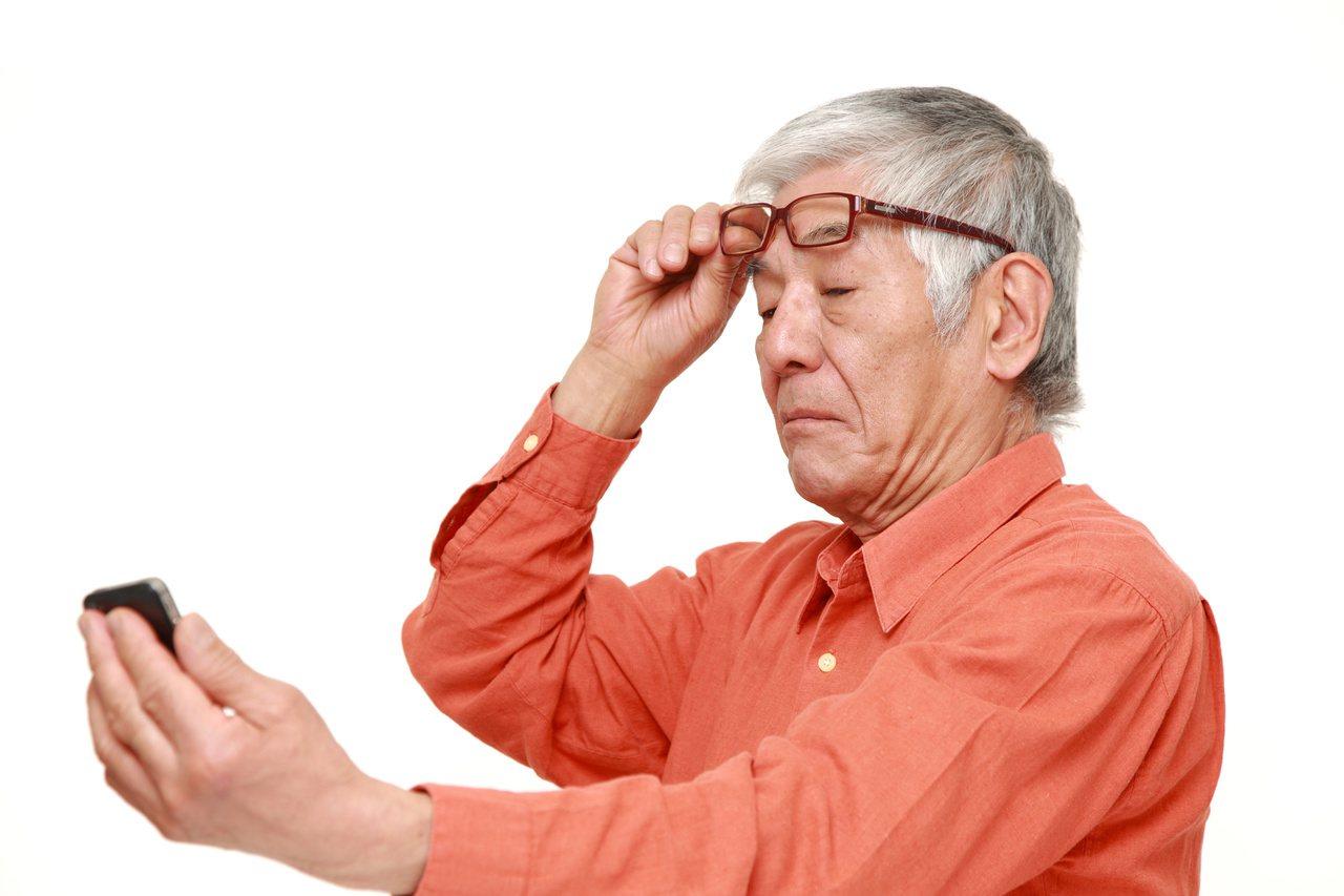 台灣視障人口增,近期已有AI視障輔具眼鏡,協助患者處理生活與工作上面臨的問題。 ...